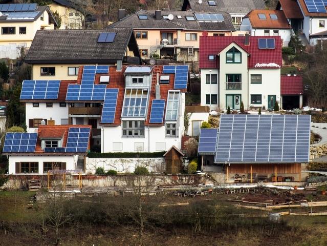 fotowoltaika na dachach domów
