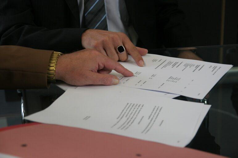Kary umowne za wcześniejsze rozwiązanie umowy prądu