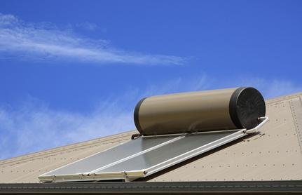 kolektor słoneczny na dachu