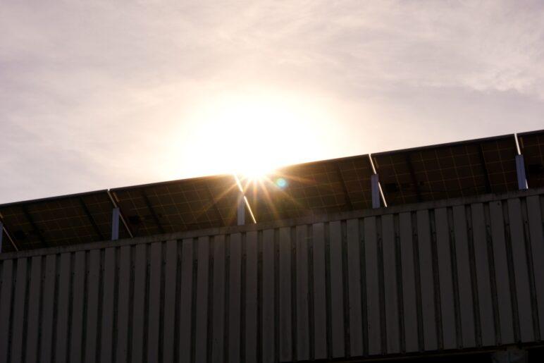 Panele fotowoltaiczne - praca w cieniu przestanie być problemem