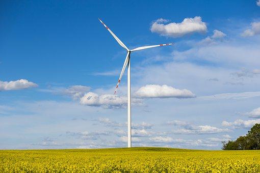 turbina wiatrakowa - moc OZE stoi w Polsce w miejscu