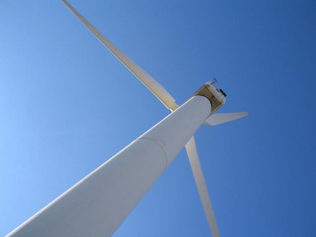 turbina wiatrowa z bliska