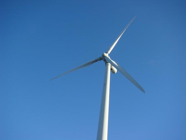 turbina z farmy wiatrowej
