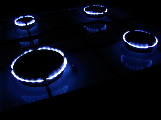 wlaczona kuchenka gazowa