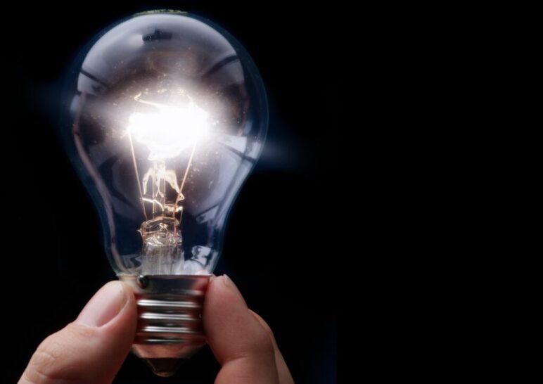 Rozświetlona żarówka - czy w 2018 ceny prądu będą wyższe?